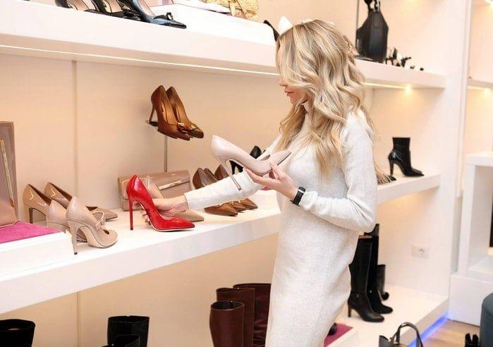 vantaggi e svantaggi acquisti online: provare prodotti